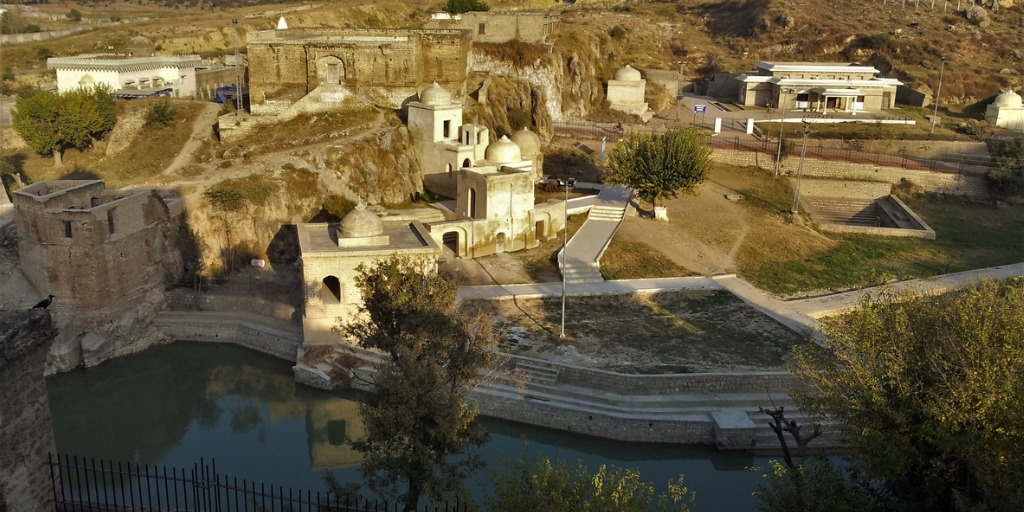 katas-raj-temples-historical-place-in-pakistan