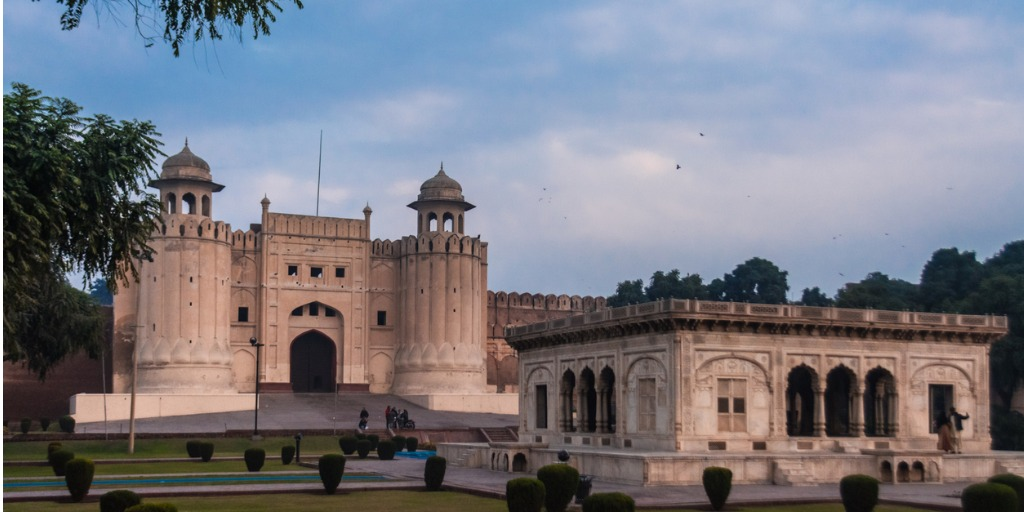 lahore-fort historical place in pakistan